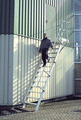 Трап с платформой стационарный 16 ступ., шир 1000 мм 45°