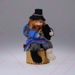 Кукла на шкатулке