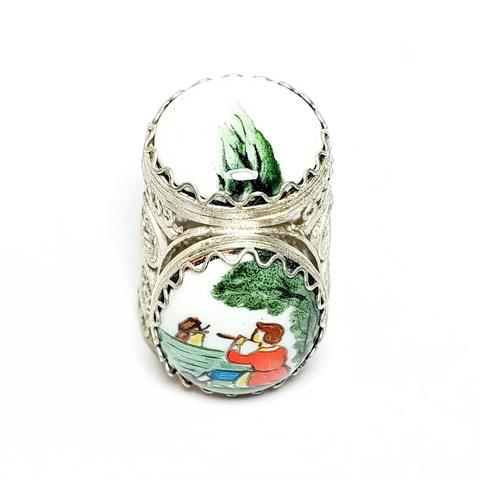 Коллекционный сувенирный наперсток с финифтью с Пастухом, играющем на дудочке. Ручная роспись, серебрение