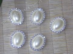 Камни овальные в стразовом обрамлении жемчужные молочные