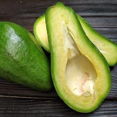Авокадо королевский (Доминикана) / 1 кг (2-3 шт)