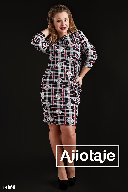 Платье в стиле casual с кармашками