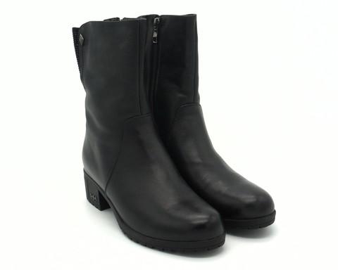 Черные кожаные полусапожки на не высоком каблуке