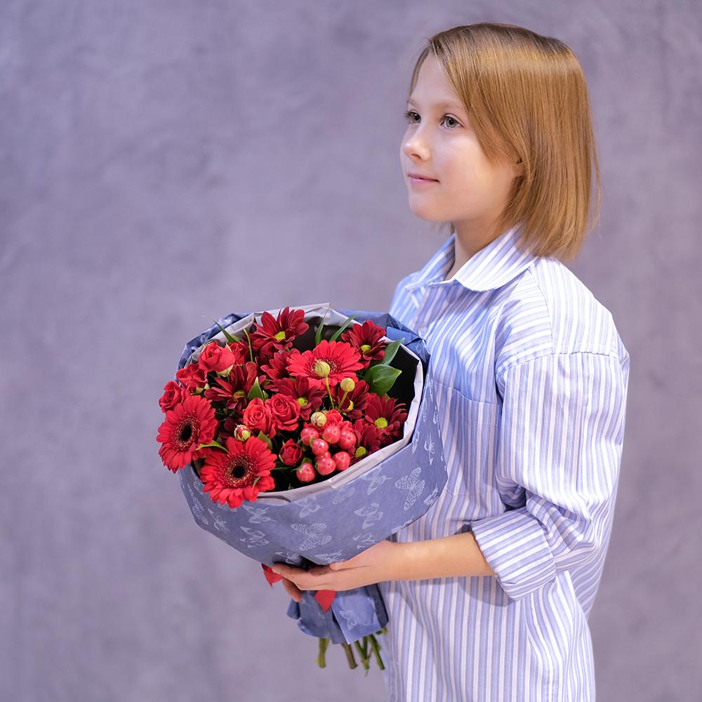 Купить небольшой букет с красными герберами Пермь
