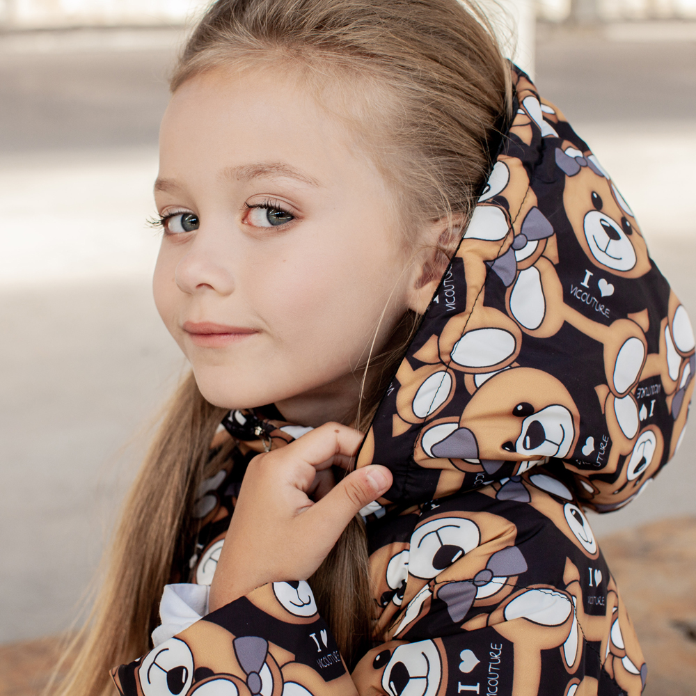 Детское демисезонное пальто с принтом  «Мишки» на девочку черного цвета
