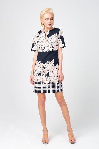 Фото приталенное плате футляр из хлопка с крупным принтом - Платье З351-387 (1)