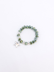 Кольцо из зелёного хрусталя с подвеской из серебра