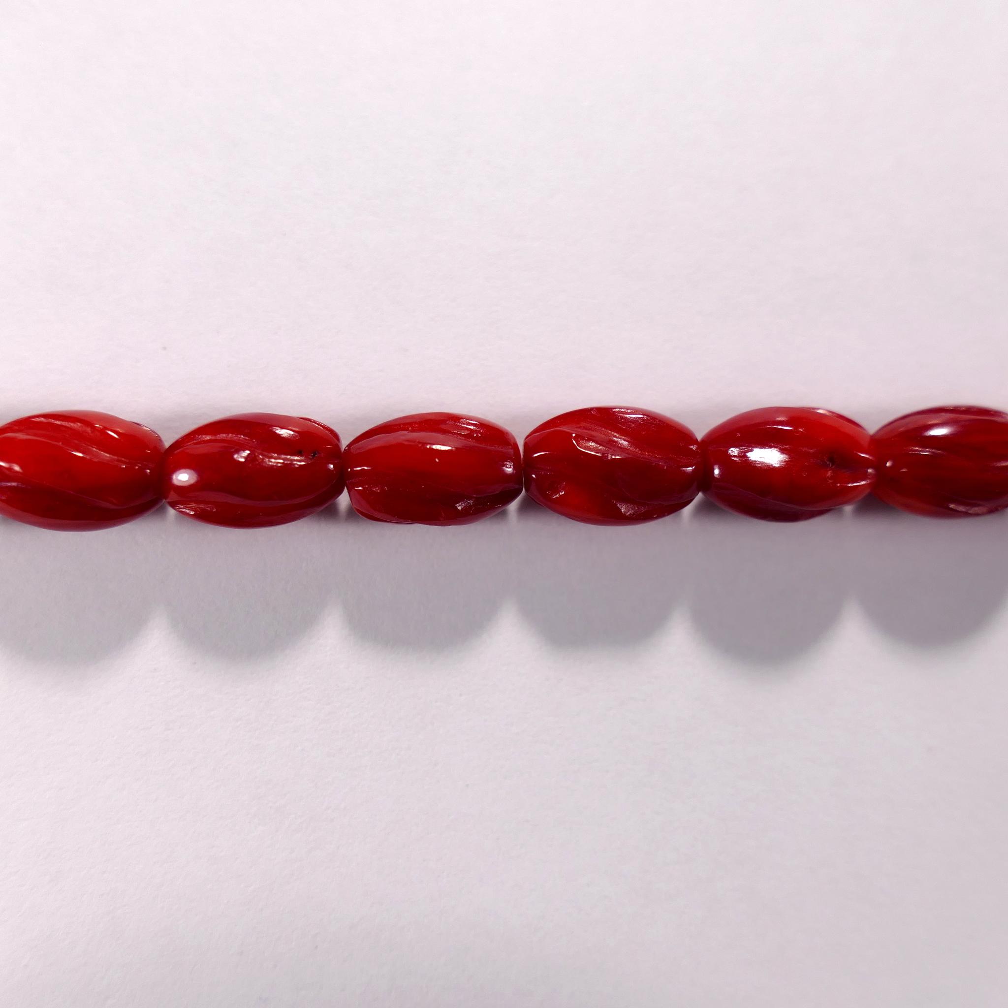 Бусина из коралла красного, облагороженного, фигурная, 7x10 мм (овал резной, гладкая)