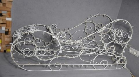 Сани декоративные фигуры из гирлянд