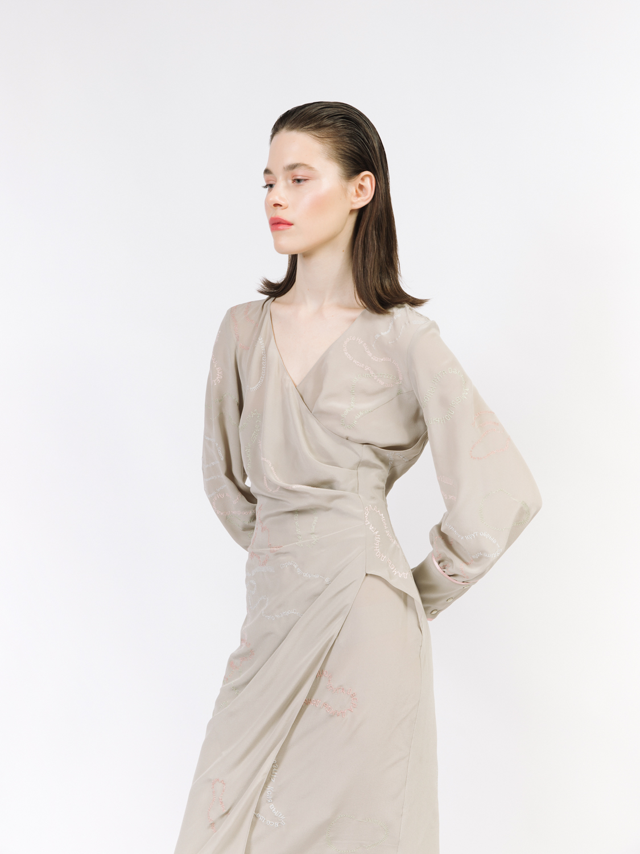 Платье вышитое с запáхом