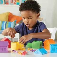 Моя семья с домиками для сортировки Learning Resources как играть