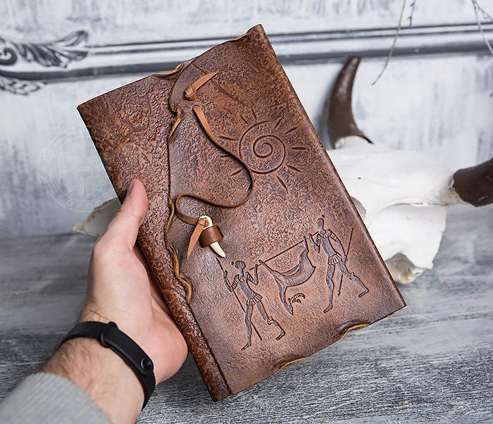 BY01-06-04 Кожаный подарочный блокнот «Добыча» с застежкой - клыком (А5) фото 04
