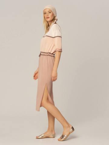 Женское платье бежевого-розового цвета из вискозы - фото 4