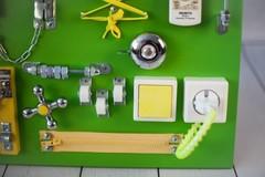 Доска Чудесная зеленого цвета с желтыми элементами.