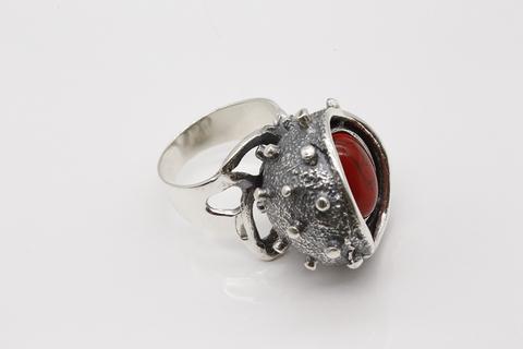 Кольцо из серебра 925 пробы с кораллом Литва