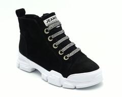 Ботинки зима на белой подошве с декоративной шнуровкой