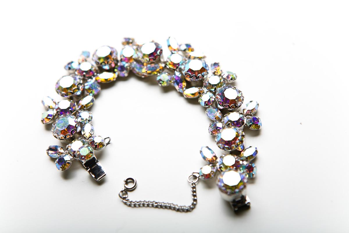 Элегантный вечерний браслет от Weiss