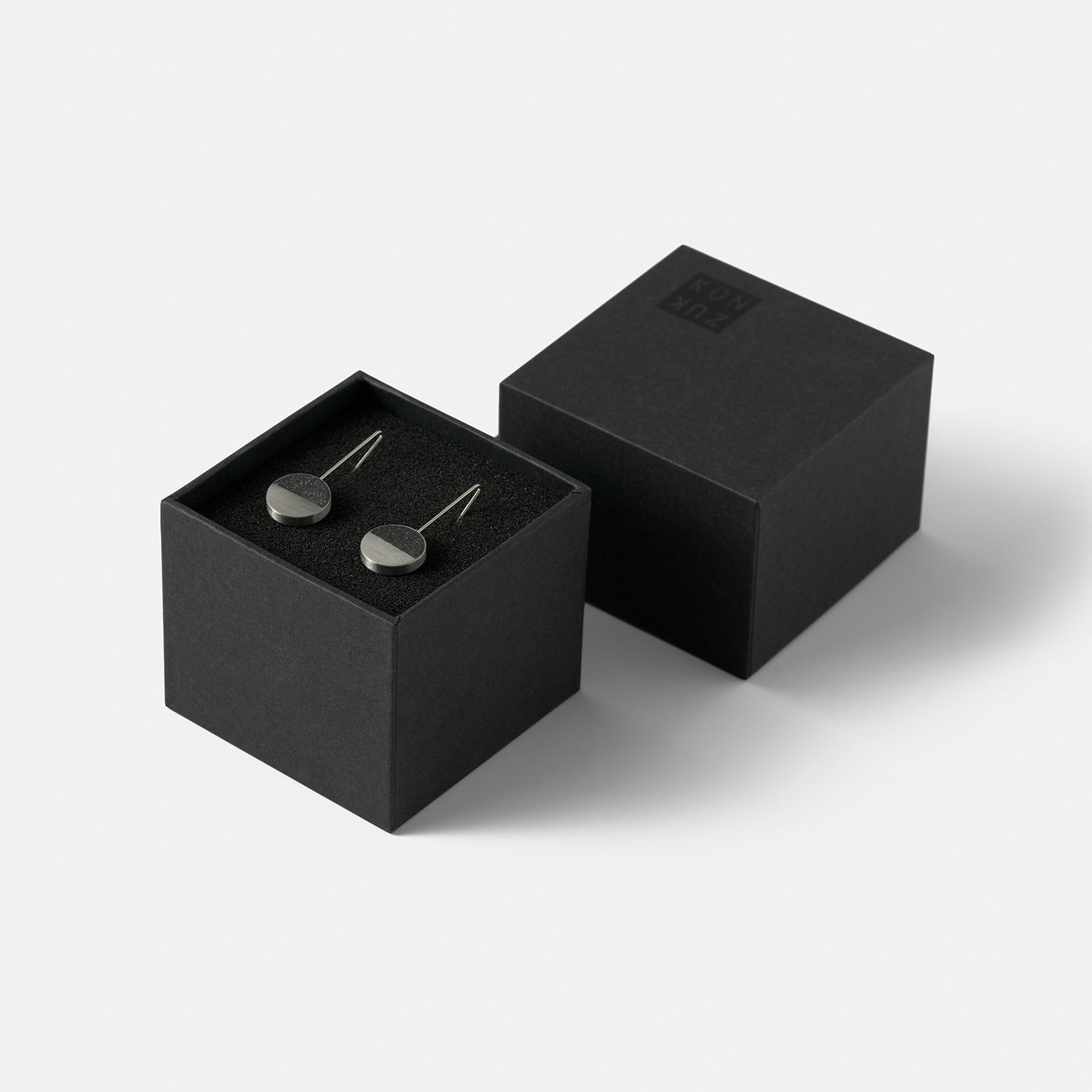 Konzuk Capella Minor Earring — серьги из бетона и стали