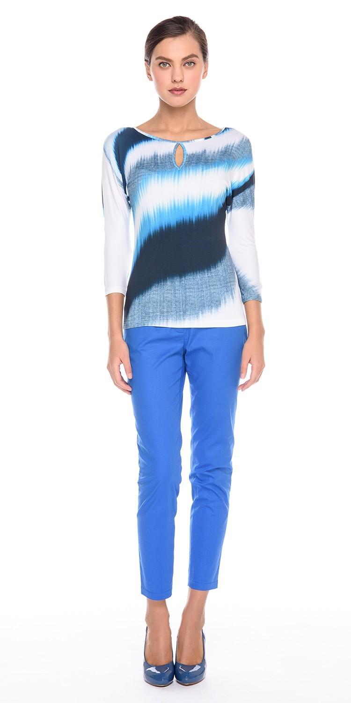 Брюки А456-783 - Зауженные брюки; элегантный элемент как делового, так и повседневного стиля. Ярко-синие хлопковые зауженные брюки подчеркивают стройную фигуру и красивые ноги. Эта модель универсальна и подходит для любого случая. Такие брюки идеально дополнят ваш гардероб и придадут уверенности в себе. С бежевыми туфлями лодочками ваши ноги будут выглядеть бесконечно длинными и красивыми.