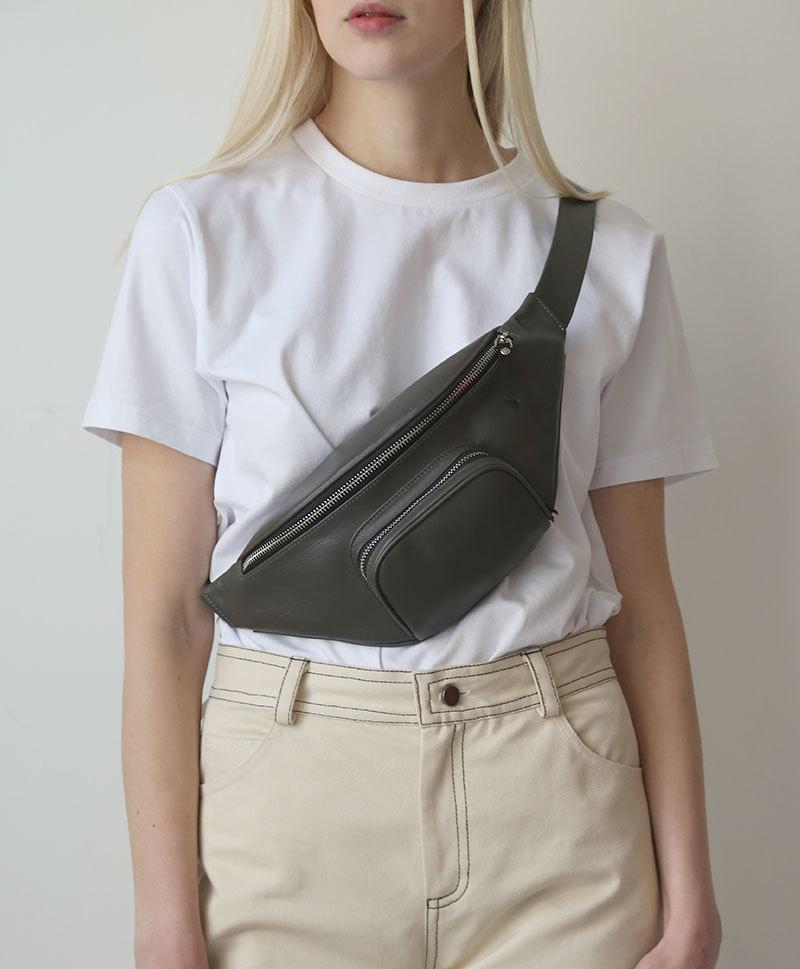 Поясная сумка серого цвета