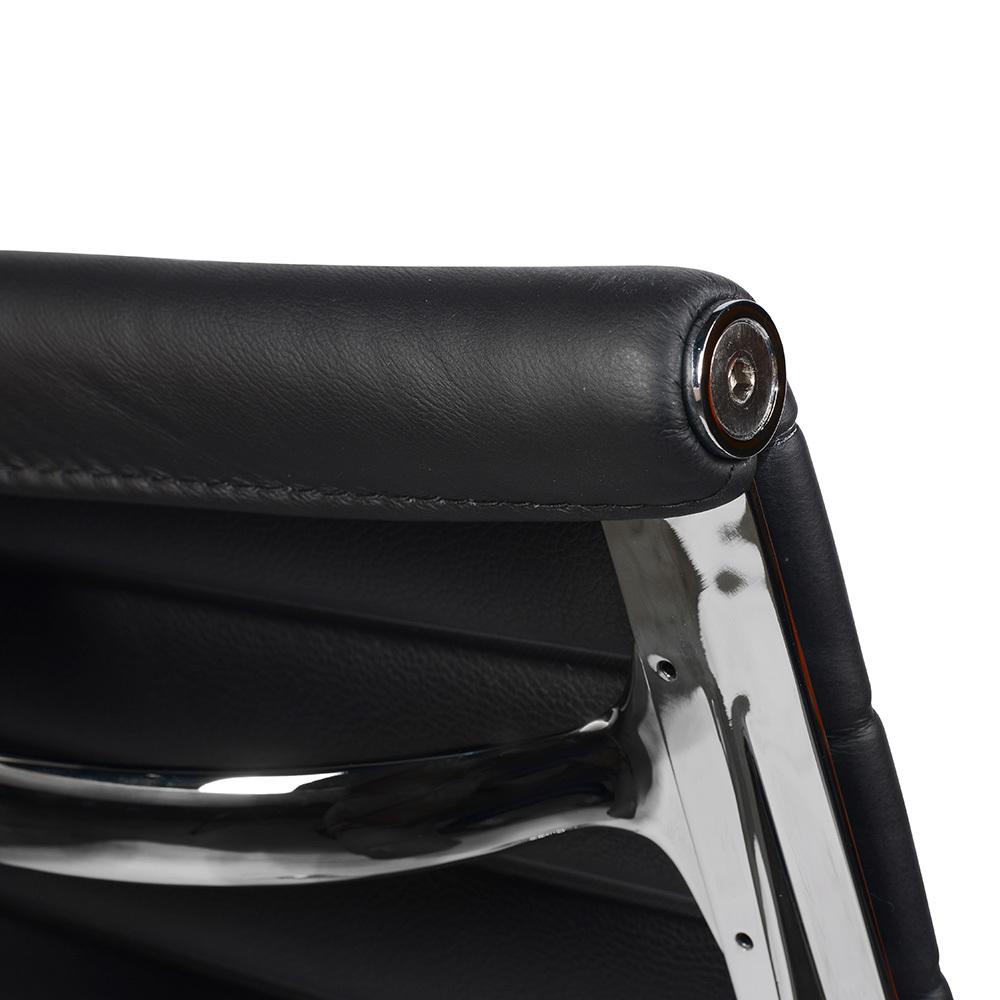 Кресло Eames Style Ribbed Office Chair EA 117 черная кожа - вид 6