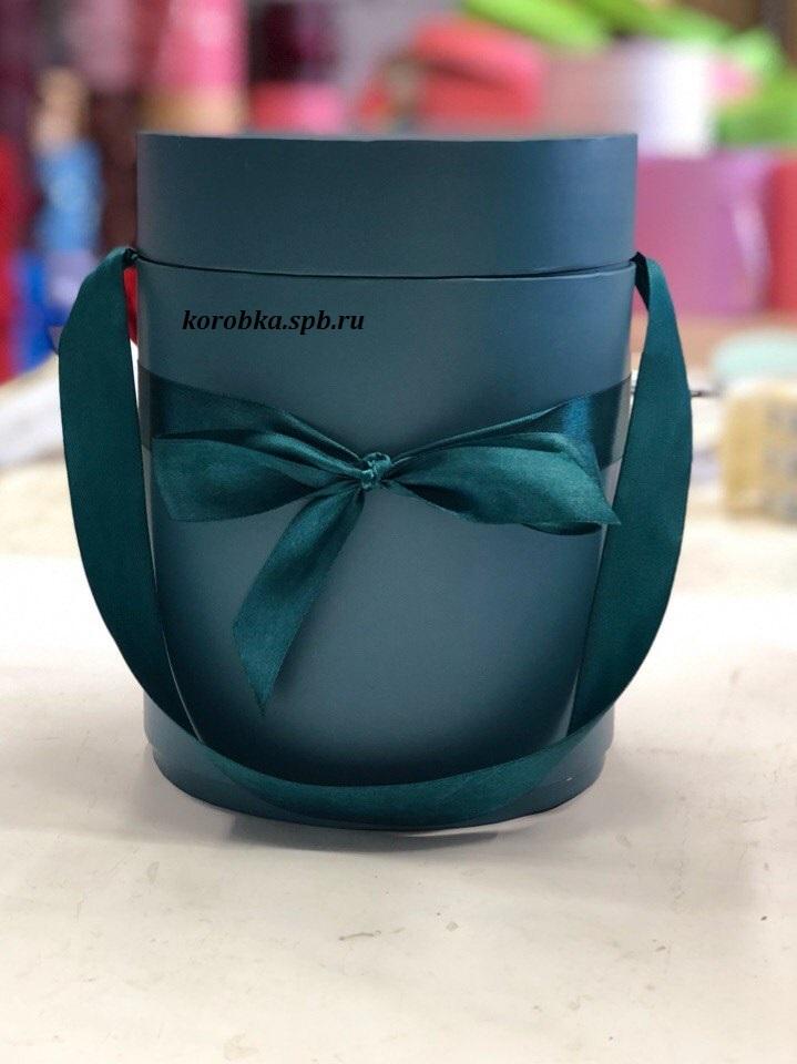 Шляпная коробка D18 см Цвет: темно зеленый  .  Розница 450  рублей .
