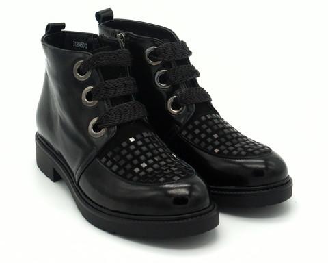 Черные кожаные ботинки на шнуровке с декором