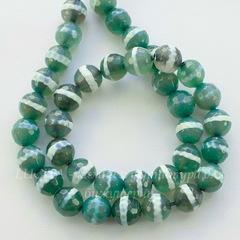 Бусина Агат, шарик с огранкой, цвет - темно зеленый с белыми полосками, 10 мм, нить