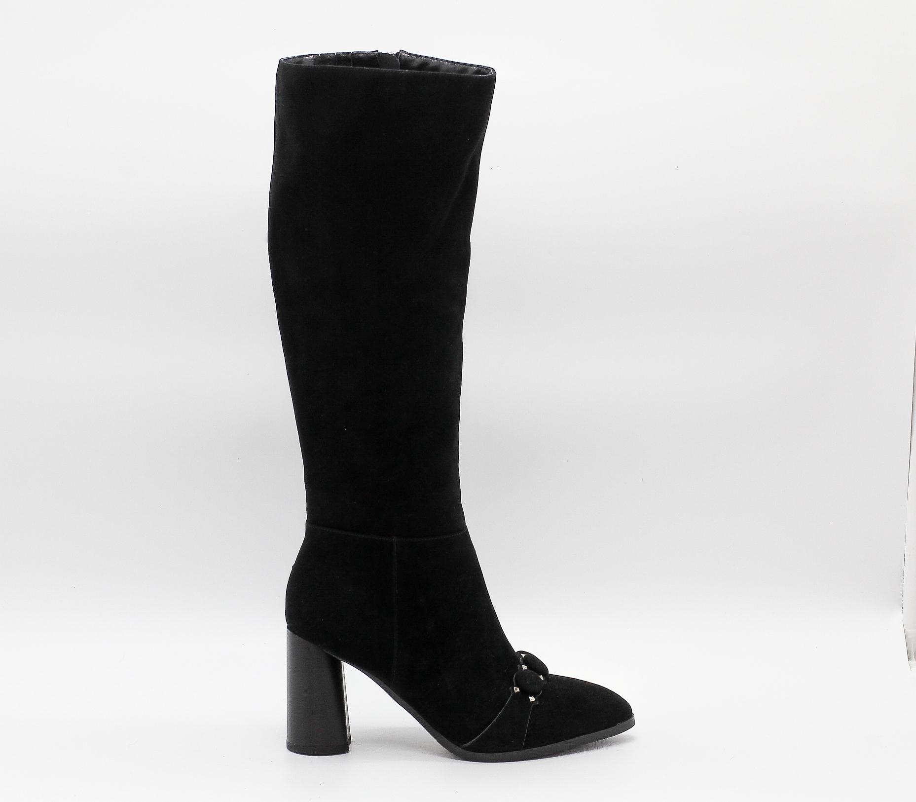 Черные сапоги из натурального велюра на высоком каблуке