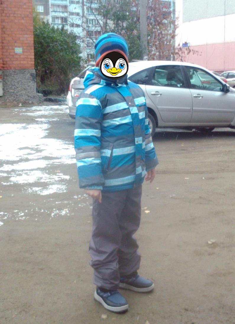 На ребенке размер 140, рост 140 см.