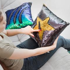 Чехол для подушки с пайетками