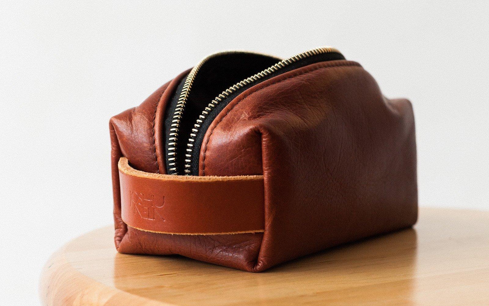 Joshu+Vela Несессер из кожи Dopp Kit Leather Small Brown