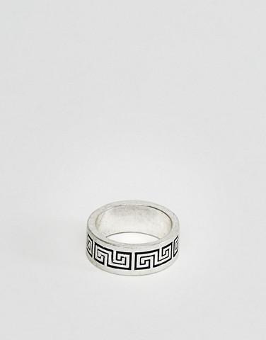 Серебристое кольцо с отделкой