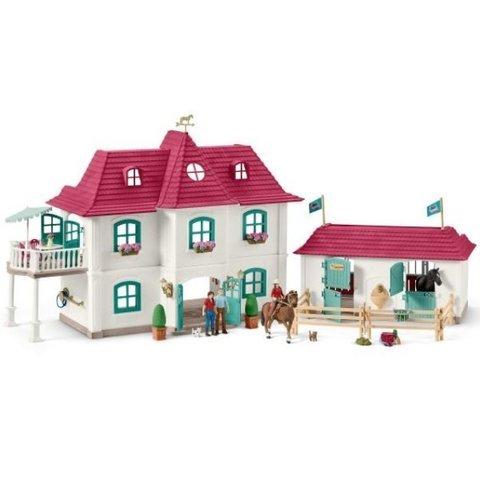 Schleich. Большой конный двор с жилым домом и конюшней
