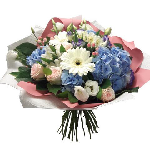 Букет с гортензией (1шт), мини-герберой (3шт) и розами (3шт)