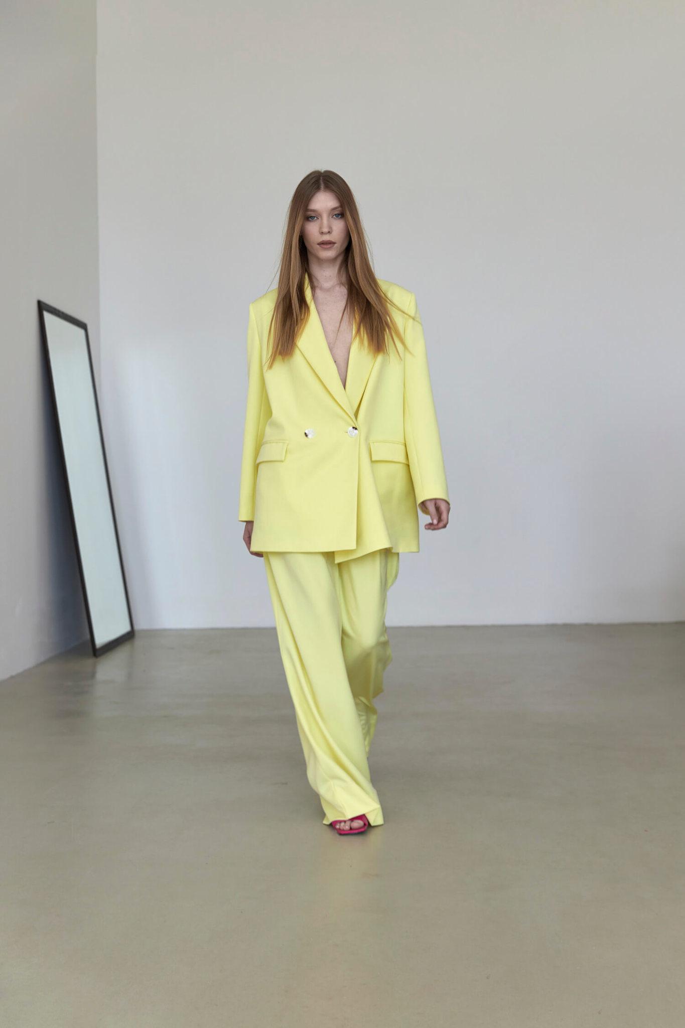 Широкие брюки с двумя складками,  желтая пастель