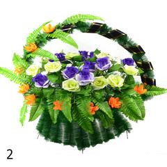 Корзина украшенная цветами роз и лотоса