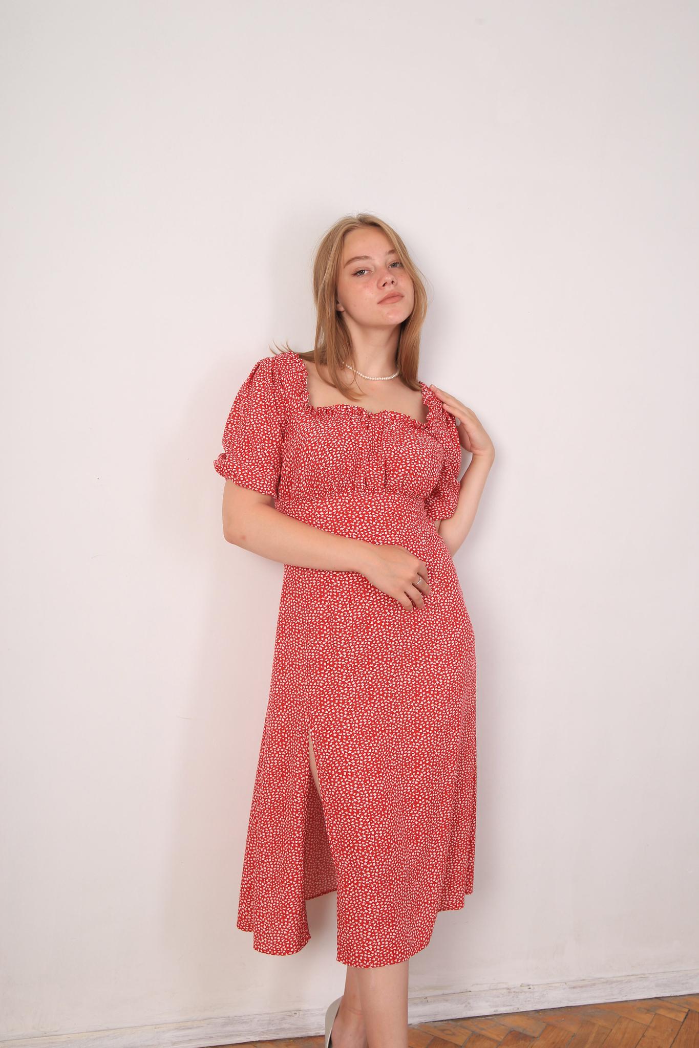 Платье «Белые листики на красном» из вискозы