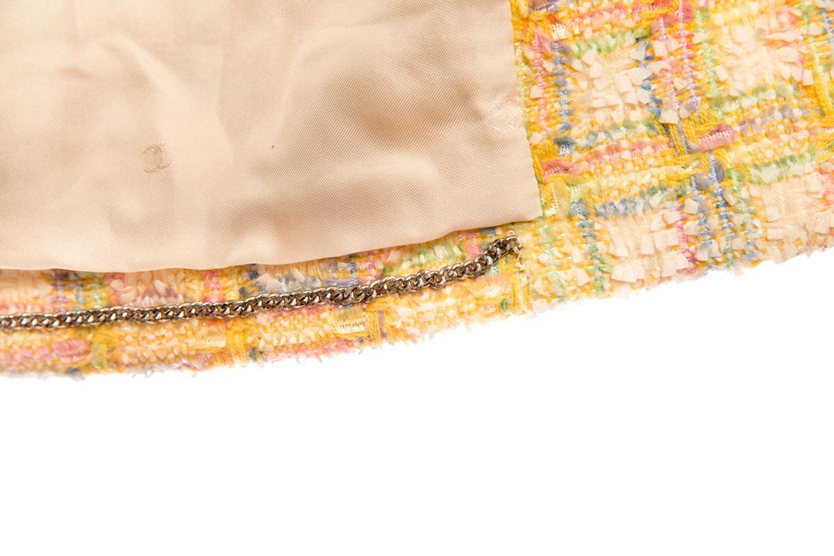 Стильный твидовый жакет в клетку от Chanel, 40 размер