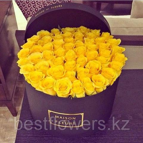 Желтые розы в коробке Maison Des Fleurs