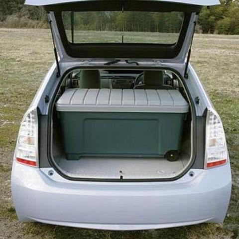 Экспедиционный ящик на колёсах IRIS RV Box 1000, в багажнике машины 2