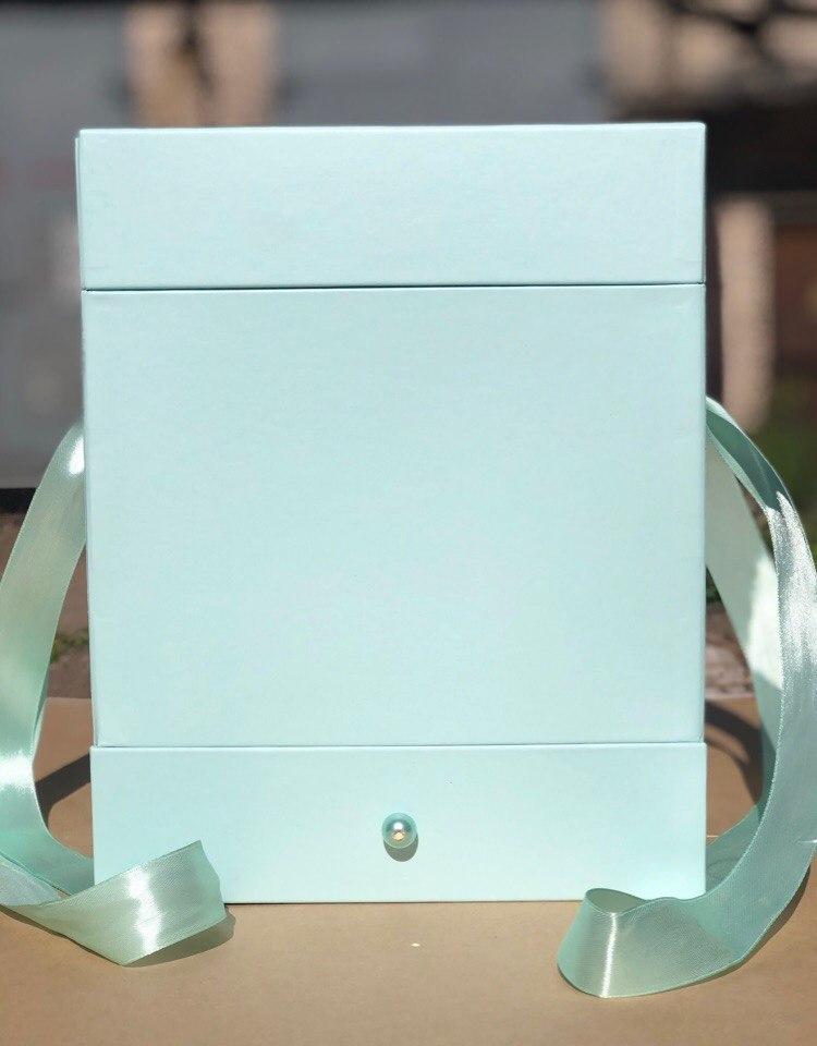 Квадратная коробка с отделением для подарка. Цвет: Светло изумрудный  . В розницу 500 рублей .