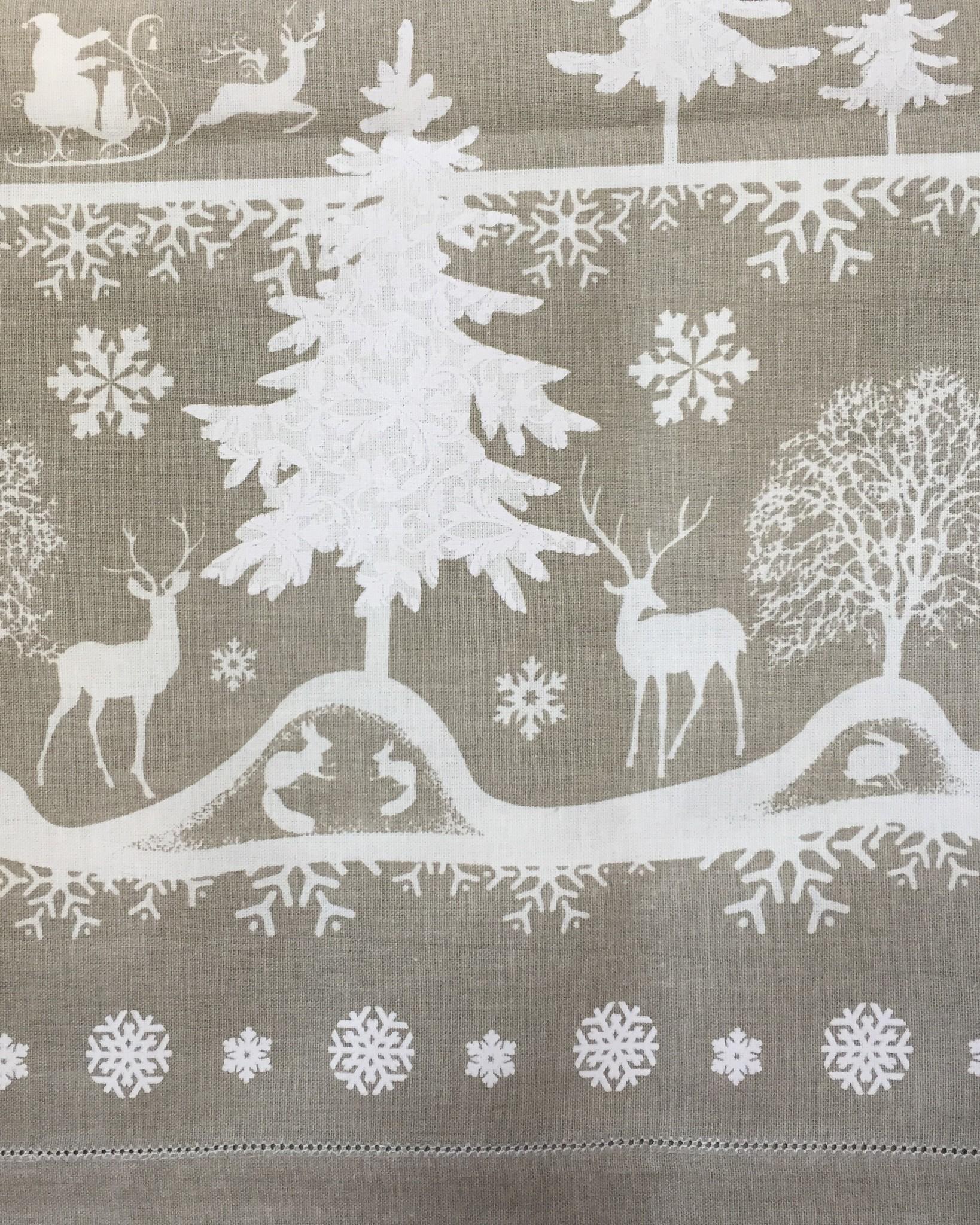 Скатерть Зимний лес с мережкой