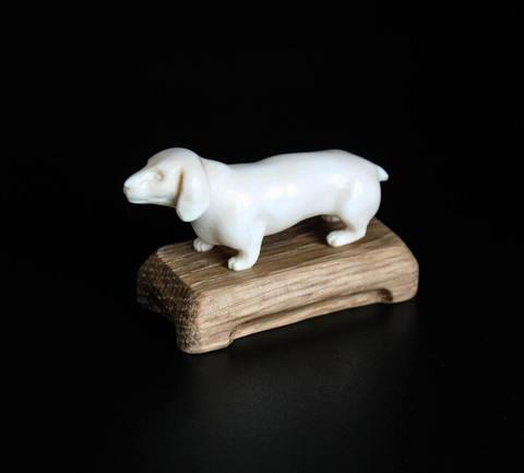 Скульптура из бивня мамонта «Такса»