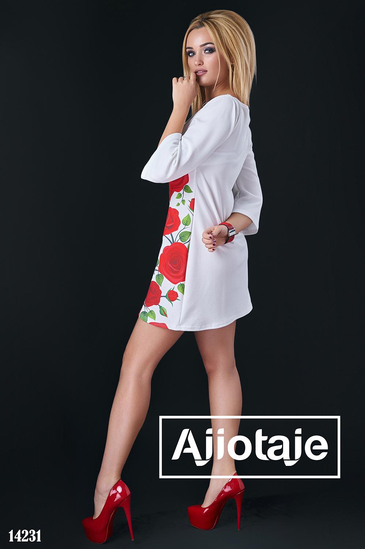 Белое платье мини с красными розами