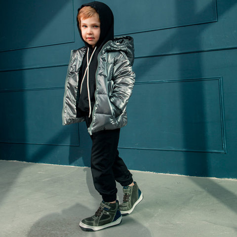 Демисезонная детская подростковая куртка в темно сером цвете для мальчика