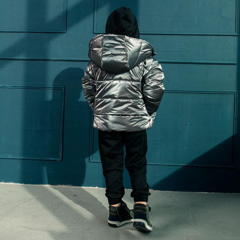 Демісезонна дитяча куртка в темно сірому кольорі для хлопчика