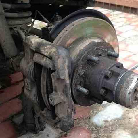 Замена передних тормозных колодок УАЗ Патриот