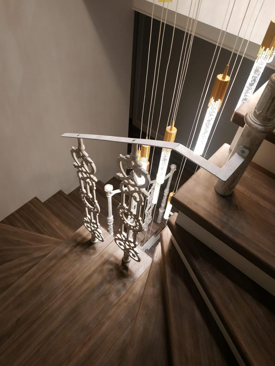 Лестница из массива дерева под ключ