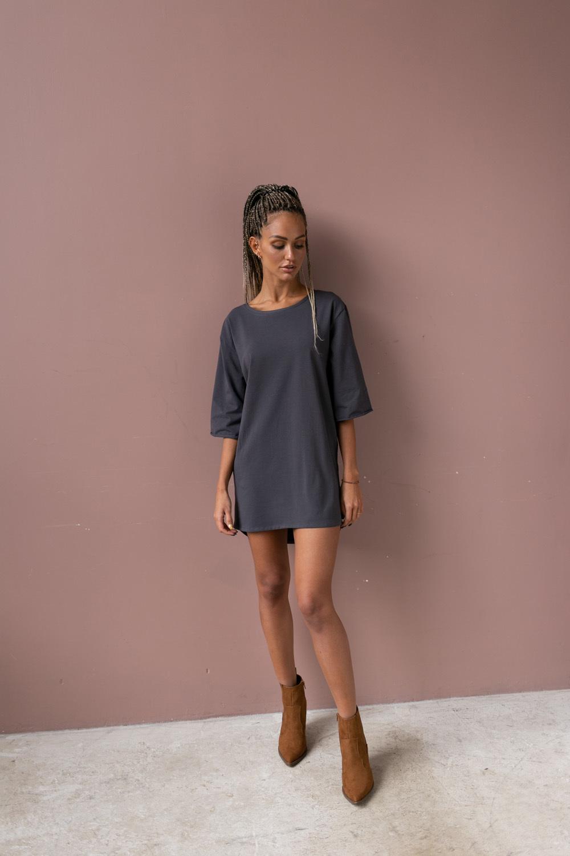 Платье-футболка цвета графит